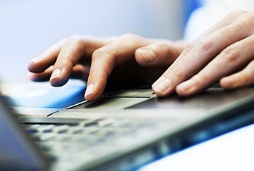 Hender på tastatur
