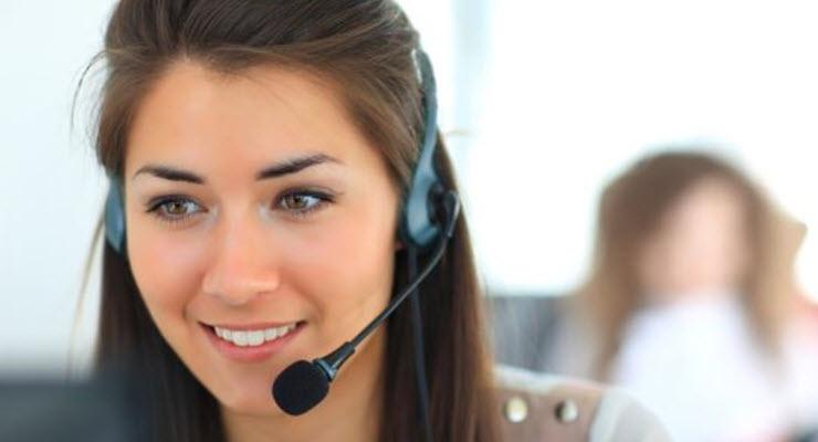 Illustrasjonsfoto av kundebehandler med headset.